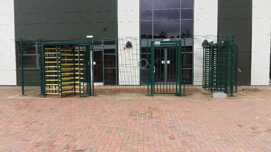 Swing gate B360